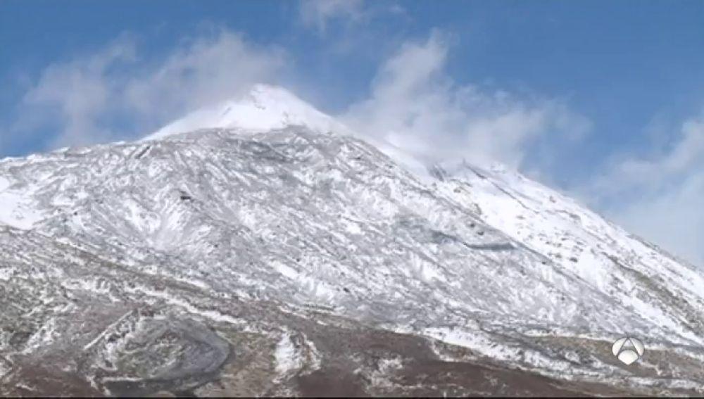 La lluvia y el viento mantiene en alerta al sur de Andalucía y Canarias