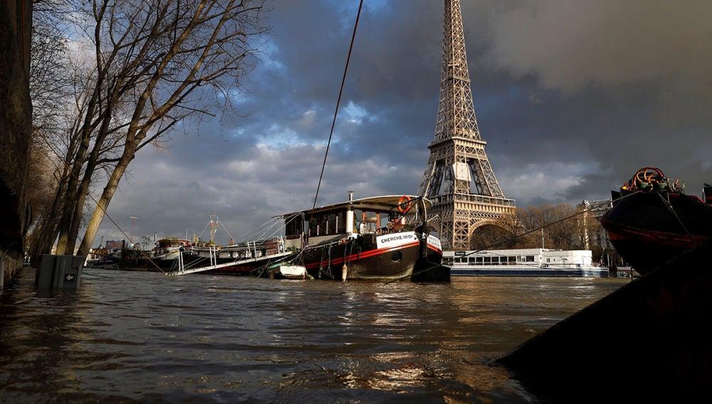 Imagen de la crecida del Sena cerca la Torre Eiffel