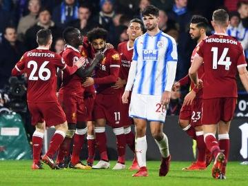Los jugadores del Liverpool celebran uno de los goles ante el Huddersfield