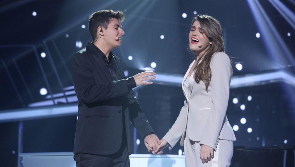 """Alfred y Amaia durante la actuación de """"Tu Canción"""""""
