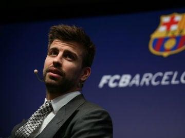 Piqué, durante el acto de su renovación con el Barça