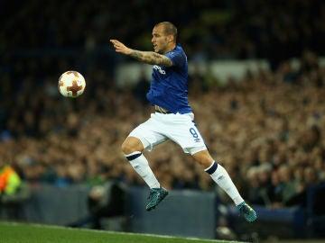 Sandro, durante un partido con el Everton
