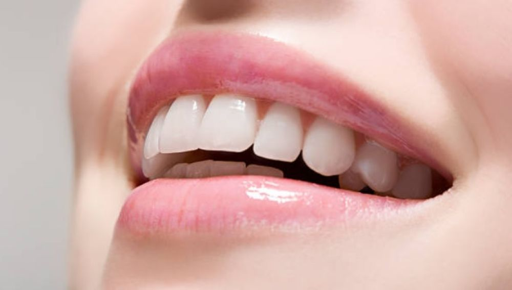 Remedios caseros con alimentos para blanquear tus dientes