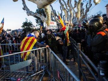 Agentes antidisturbios de los Mossos d'Esquadra