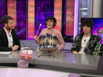 Javier Ambrossi y Javier Calvo cantan por Whitney Houston en vivo y en directo en 'El Hormiguero 3.0'