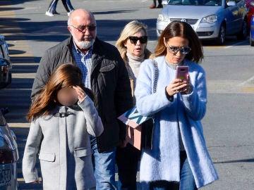 Paula Echevarría junto a su hija al salir de urgencias