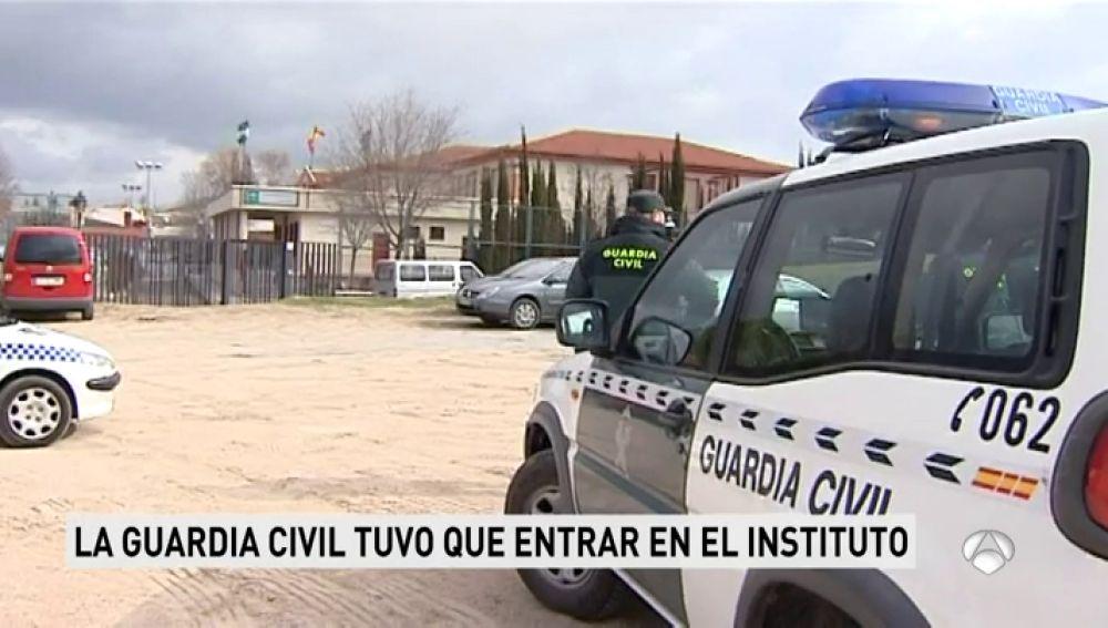 Investigados cuatro alumnos de un instituto de Granada por agresión a una docente y a un compañero