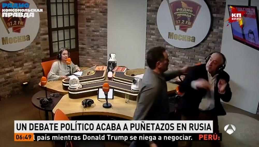 Dos periodistas acaban a puñetazos