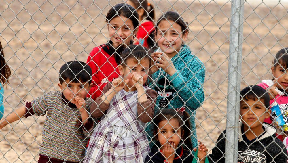 Varios niños refugiados