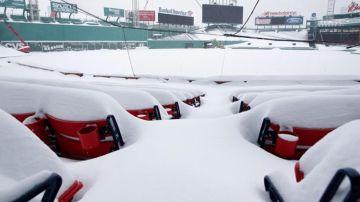 Aledaños del Minneapolis Stadium, cubierto de nieve