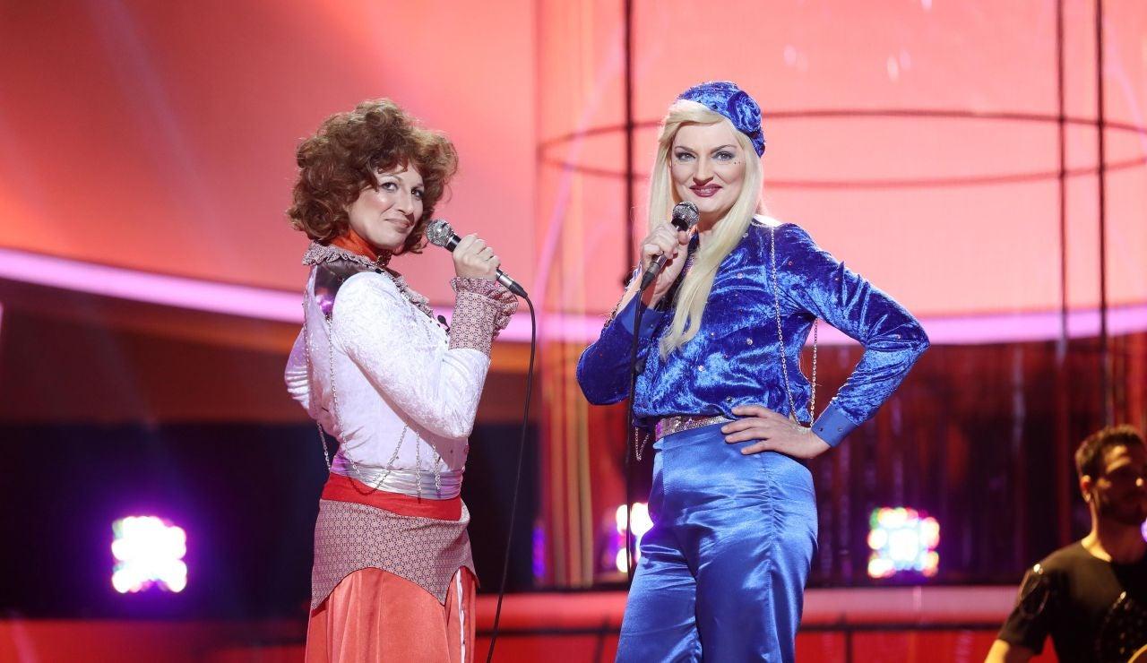 Lucía Jiménez y Olga Hueso se reencarnan en las chicas de ABBA para interpretar 'Waterloo'