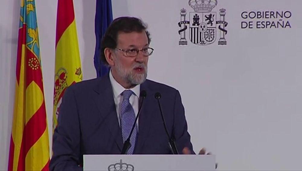 """Rajoy avanza que el Gobierno elevará """"en próximas fechas"""" su previsión de crecimiento económico al menos al 2,5% este año"""