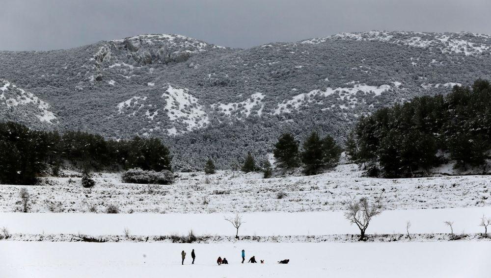 La carretera que une Bayeres con Bocairente tras la intensa nevada caida