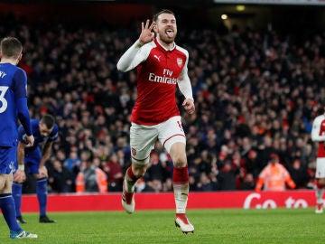 Ramsey celebrando su tercer gol