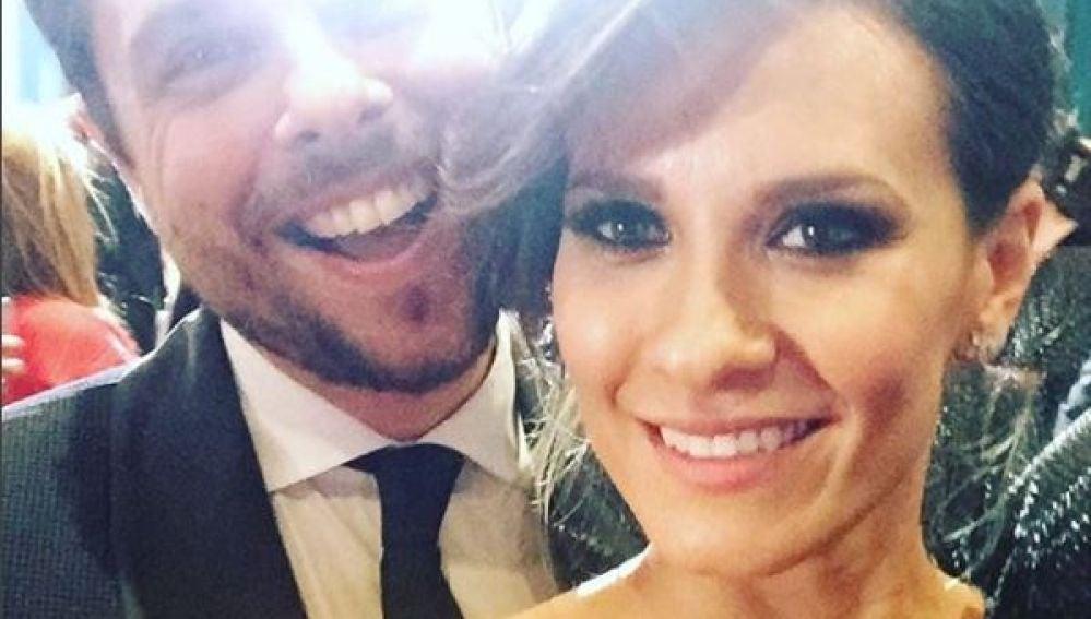 Elena Ballesteros junto a su marido en los Goya 2018