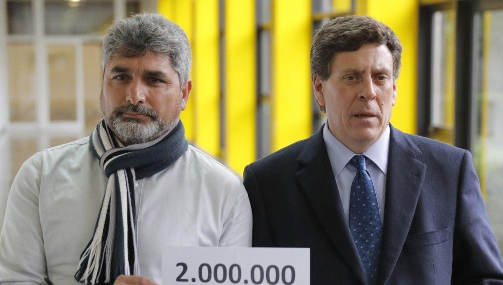 Juan Carlos Quer, padre de Diana, y Juan José Cortés, padre de Mariluz