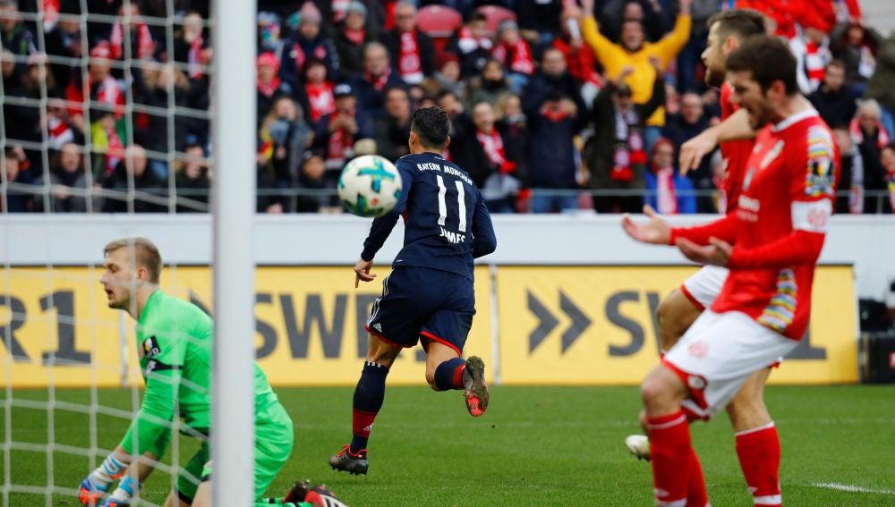 James Rodríguez celebrando un gol