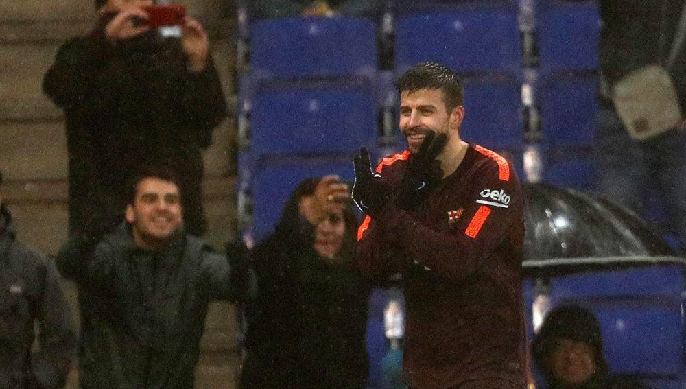 Gerard Piqué celebra su gol en Cornellá