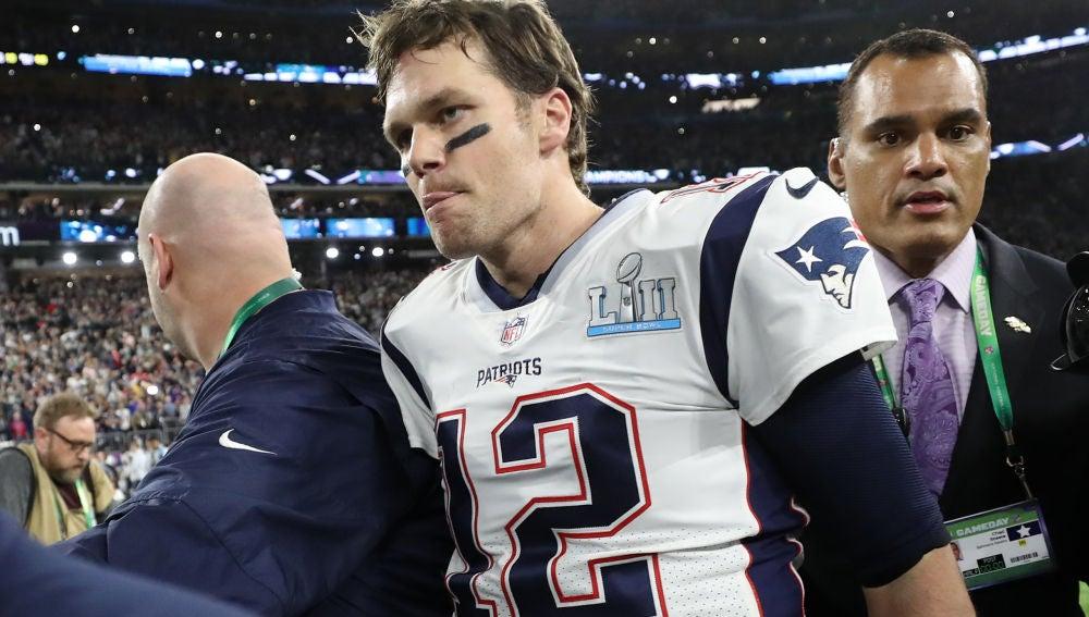 Tom Brady, cabizbajo tras la derrota