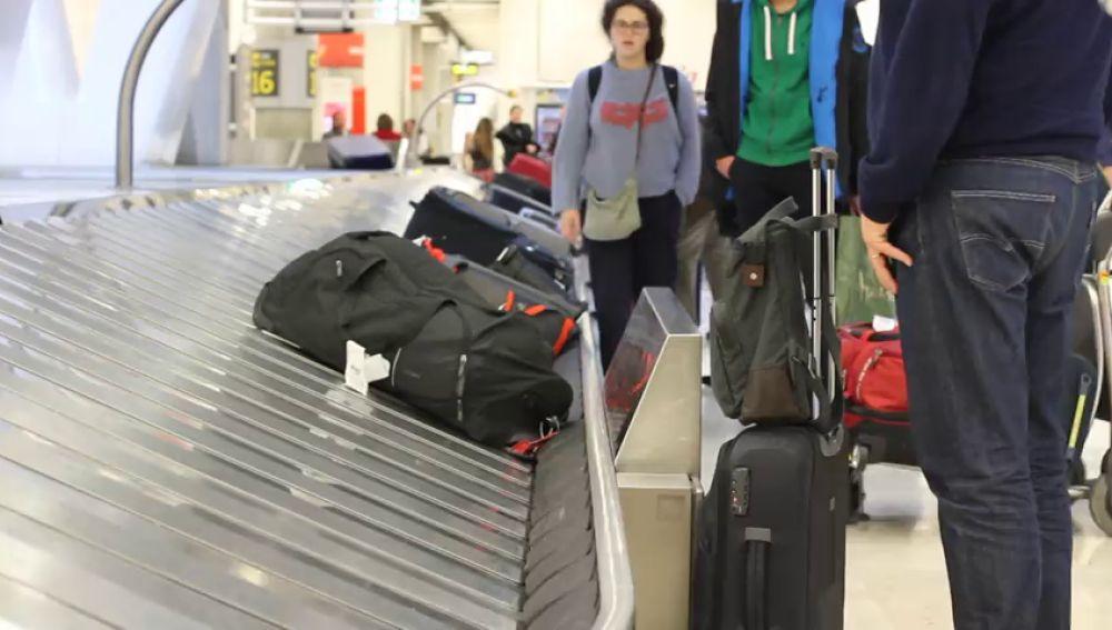 Dos detenidos en Barajas por colar maletas con cocaína a nombre de los viajeros