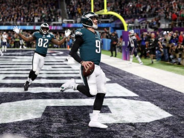 Nick Foles anota un touchdown en la Super Bowl