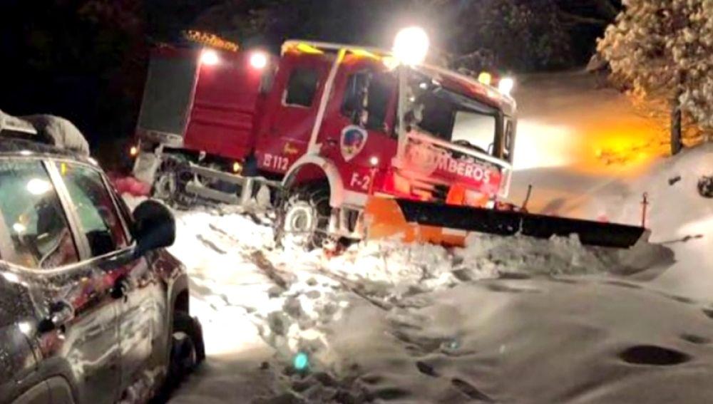 Rescatan  a una pareja y a su bebé cuyo vehículo quedó atrapado por la nieve en Nerpio (Albacete)