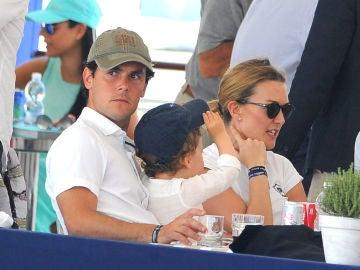 Sergio Álvarez con Marta Ortega y su hijo