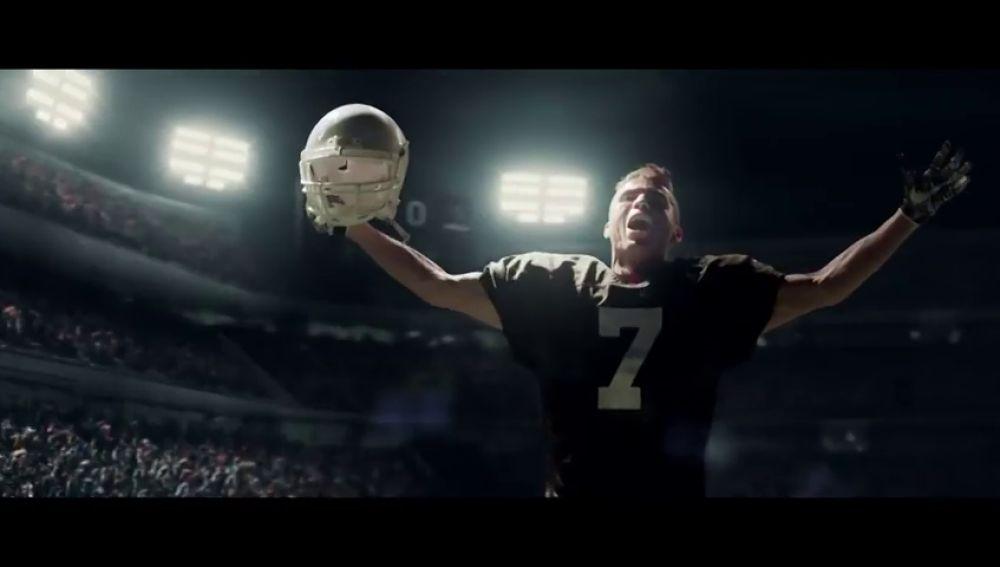 Cristiano Ronaldo se pasa al fútbol americano en este spot de la Super Bowl