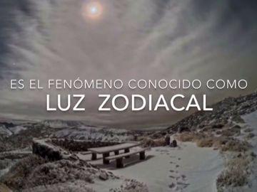 La luz zodiacal enciende el amanecer de una Canarias nevada