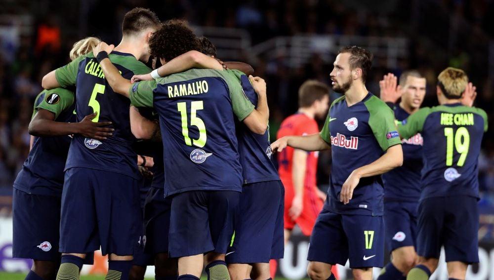Los jugadores del Salzburgo celebran un gol en Anoeta