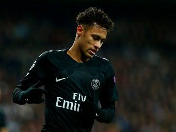 Neymar, cabizbajo en un partido del PSG