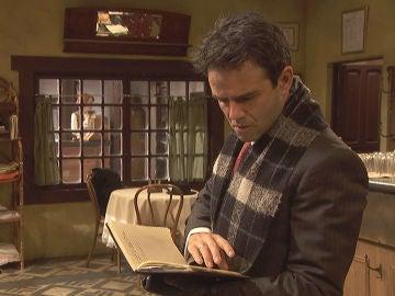 Carmelo descubre las notas secretas de Irene