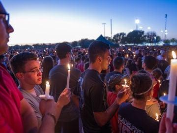 Vigilia en recuerdo de las víctimas del tiroteo en Florida