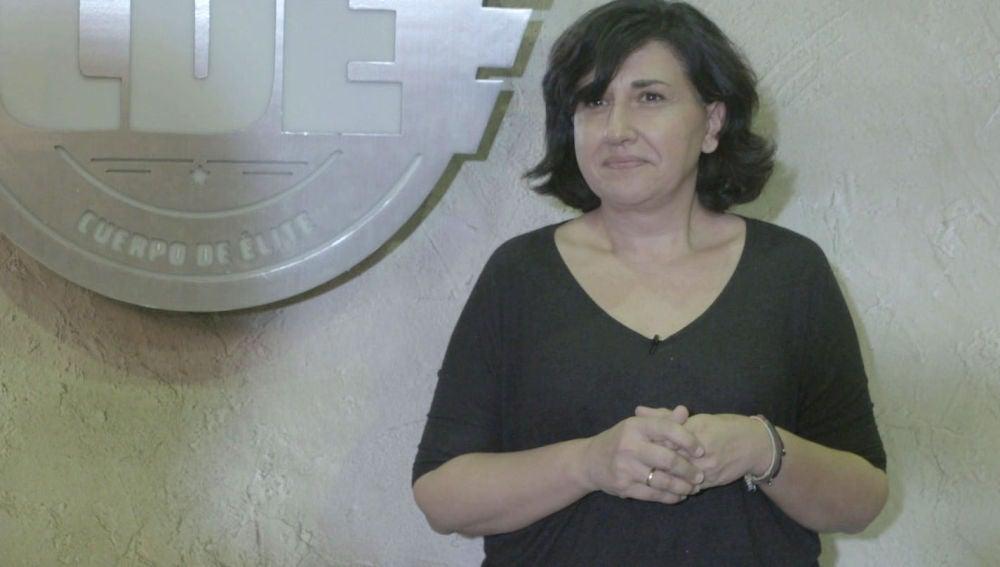 Juana Mula, directora de arte, nos presenta el armamento de 'Cuerpo de Élite'