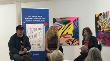 Presentación del libro de Paula Dalli con Blue Jeans
