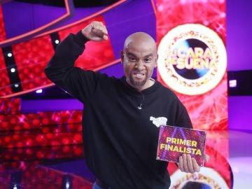 Miquel Fernández gana por séptima vez con su gran imitación como R. Kelly y se convierte en el primer finalista de 'Tu cara me suena'