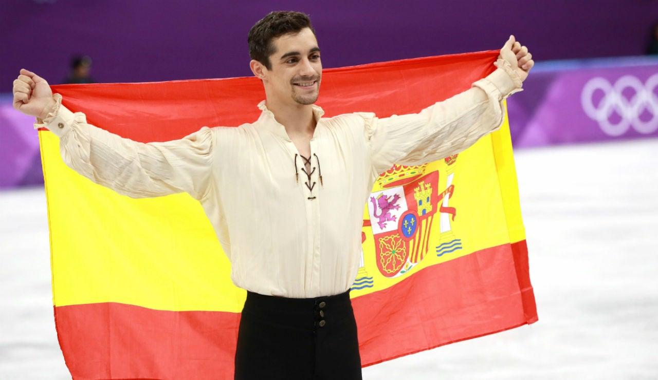 Javier Fernández, con la bandera de España