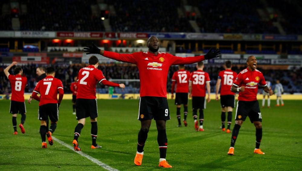 Lukaku celebrando el gol en la FA Cup