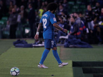 Marcelo se retira cabizbajo del campo
