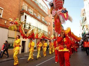 Fotografía de archivo del pasacalles por el Año nuevo Chino en Usera