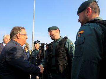 El ministro del Interior, Juan Ignacio Zoido, durante la visita realizada hoy La Línea de la Concepción