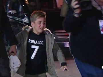 La desesperación de un niño por conseguir la firma de Cristiano Ronaldo