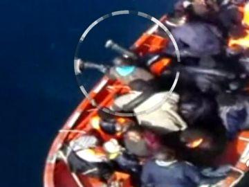 Rescatados 36 inmigrantes en una patera cerca de la isla de Alborán