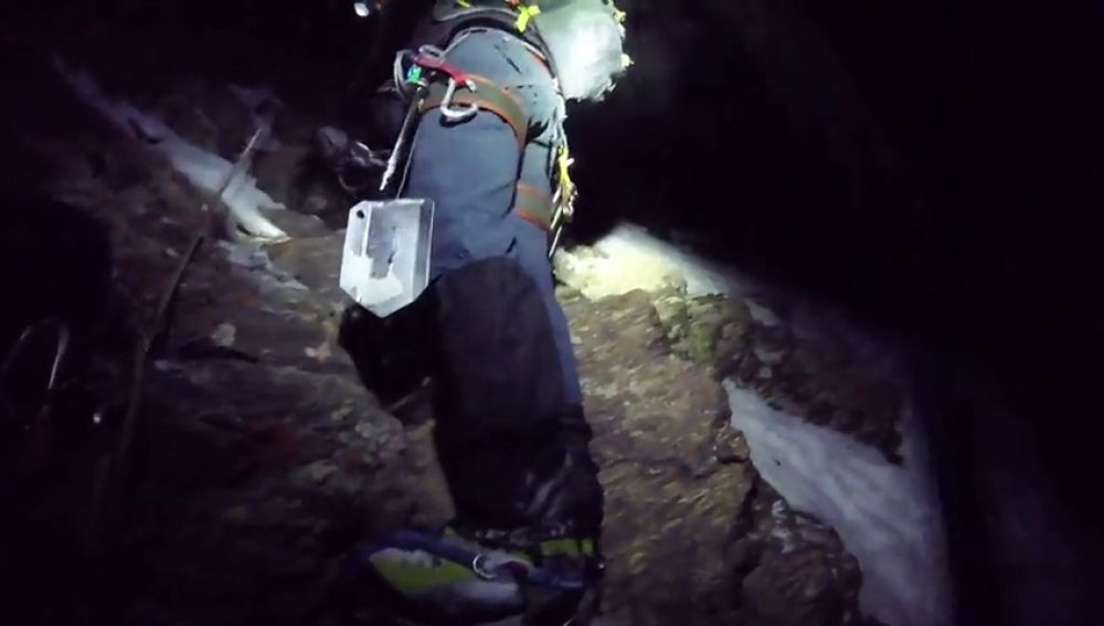 Rescatan a cuatro alpinistas, uno herido, al caer cuando subían el Veleta (Granada)