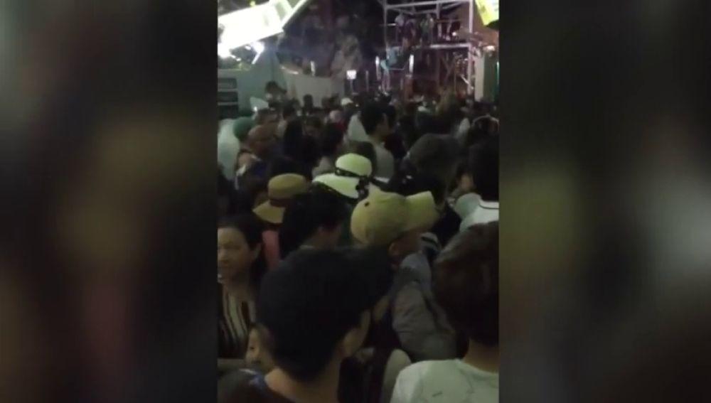 Rescatan a un millar de turistas atrapados en un telecabina en Malasia