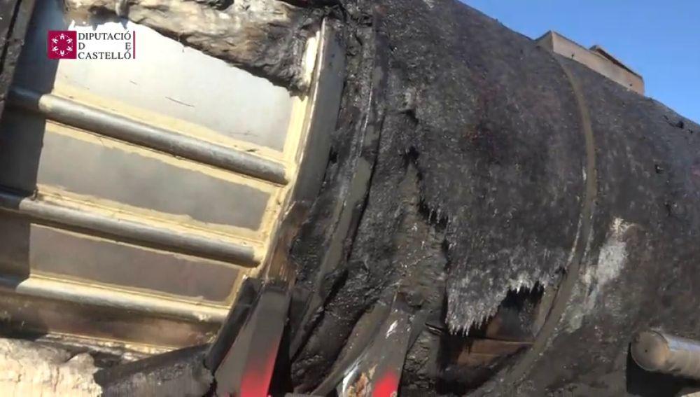 La AP-7, cortada por un incendio en un camión