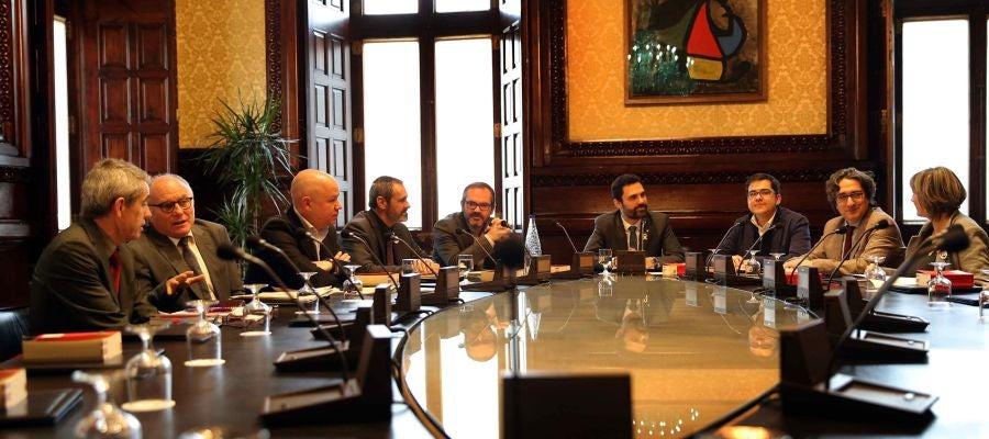 Antena 3 tv la mesa del parlament rechaza la - Armario de la tele antena 3 ...