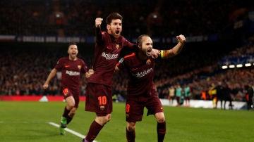 Iniesta y Messi celebran el gol de Leo