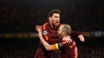 Messi celebra su gol con Iniesta