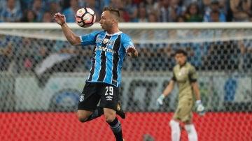 Arthur, cerca de fichar por el Barcelona
